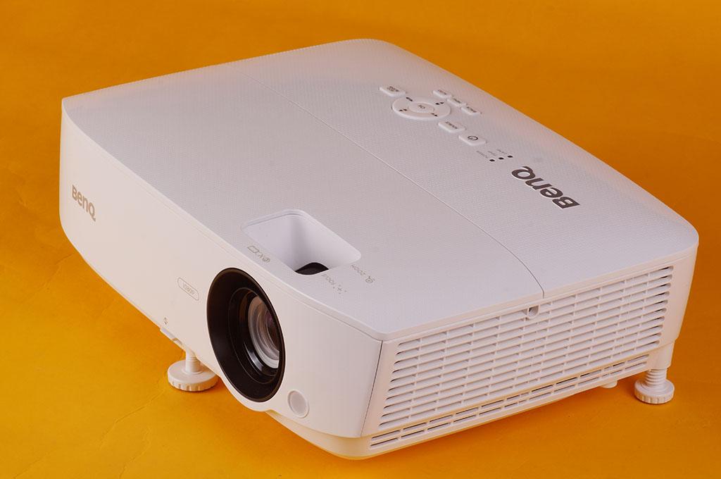 只要一萬多元的佛系Full HD投影機BenQ TH534